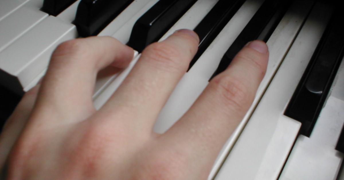 ピアノ講師の手
